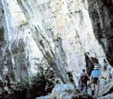 Img 1: Entre paisatges de pedra, masies i alzinars