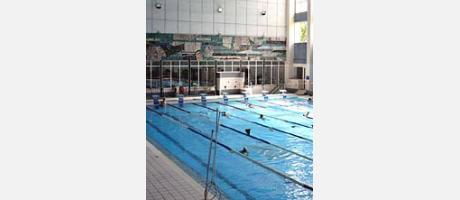 Img 1: THE VALENCIA SWIMMING POOL