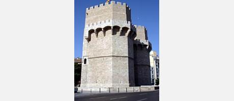 Img 2: THE SERRANO TOWERS