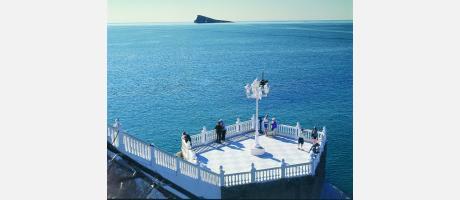 L'Illa de Benidorm vista desde el mirador del Mediterráneo