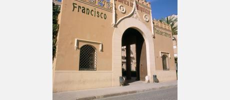 Manises - Fachada de la Antigua Fábrica de Fco. Valldecabres