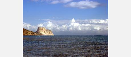 Imagen de la bahía de Altea con el Peñón de Ifach al fondo