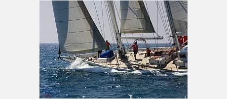 La Goleta Tirant navegando en ceñida