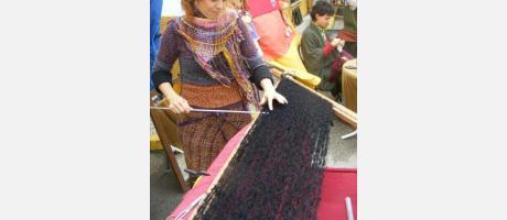 Una artesana trabajando