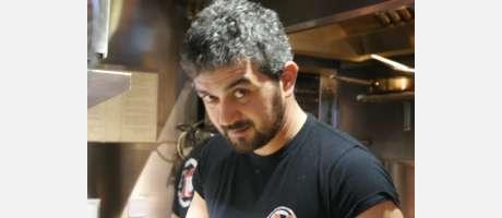 Guillermo en su cocina