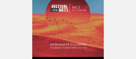 Cartel oficial del Festival de les Arts con un desierto y aves