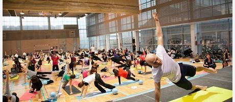 Imagen de los participantes haciendo pilates