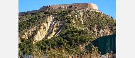 Vista del cerro y el castillo de Guardamar