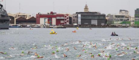 Imagen de la Marina Real con nadadores