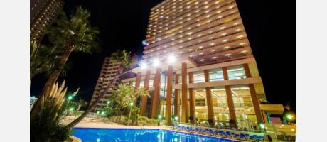 Hotel Levante Club Benidorm Fachada Nocturna