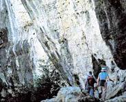 In einer Landschaft aus Stein, Gehöften und Steineichenwäldern