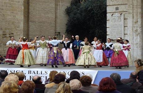 Balls al Carrer en la Plaza de la Virgen de Valencia