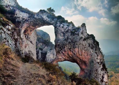 """Walk to """"els Arcs i la Penya Escoda"""" in Castell de Castells."""