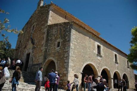 Romería a la ermita de Santa Elena en Ares del Maestrat.