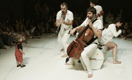 """Teatro: La Petita Malumaluga presentan """"Bitels per a nadons"""" (concert tribut a The Beatles)"""""""