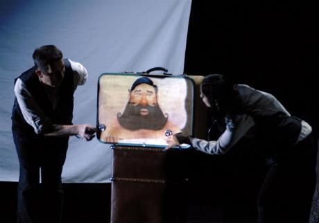 Teatro: Zum Zum Teatre presenta La Camisa de l'home feliç