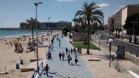 Un día de playa en El Postiguet (Alicante)