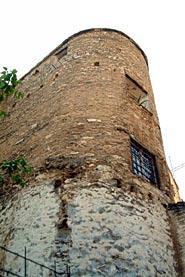 Torre Adossada al Llenç de la Muralla Àrab entre els Carrers Àngel Beneito i Coll