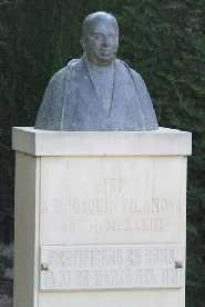 Monumento a D. Joaquín Vilanova Camallonga