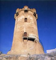 Torre árabe y cuevas que la circundan