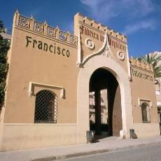 Fatxada de l'antiga fàbrica de Francisco Valldecabres