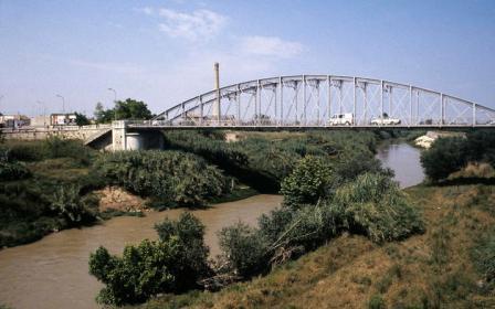 Puente de hierro sobre el riu Xúquer
