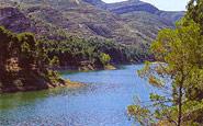 Der Reatillo-Fluss und die Sierra del Tejo